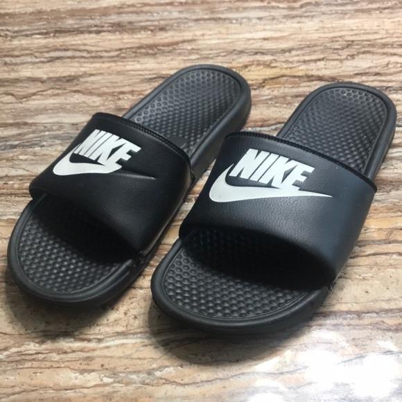 nike benassi slides size 3